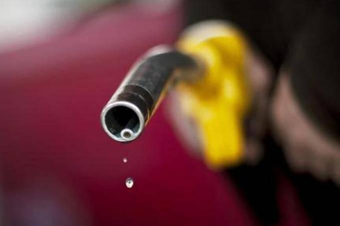 COMBUSTÍVEIS: preço médio da gasolina em alta (Jeff Pachoud/AFP)