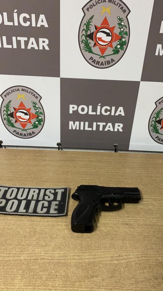 Polícia intercepta fuga de suspeito de assaltar motoboy e recupera veículo na Capital