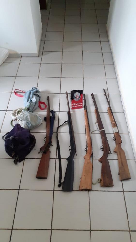 Polícia apreende cinco armas em uma casa abandonada na zona rural de Imaculada