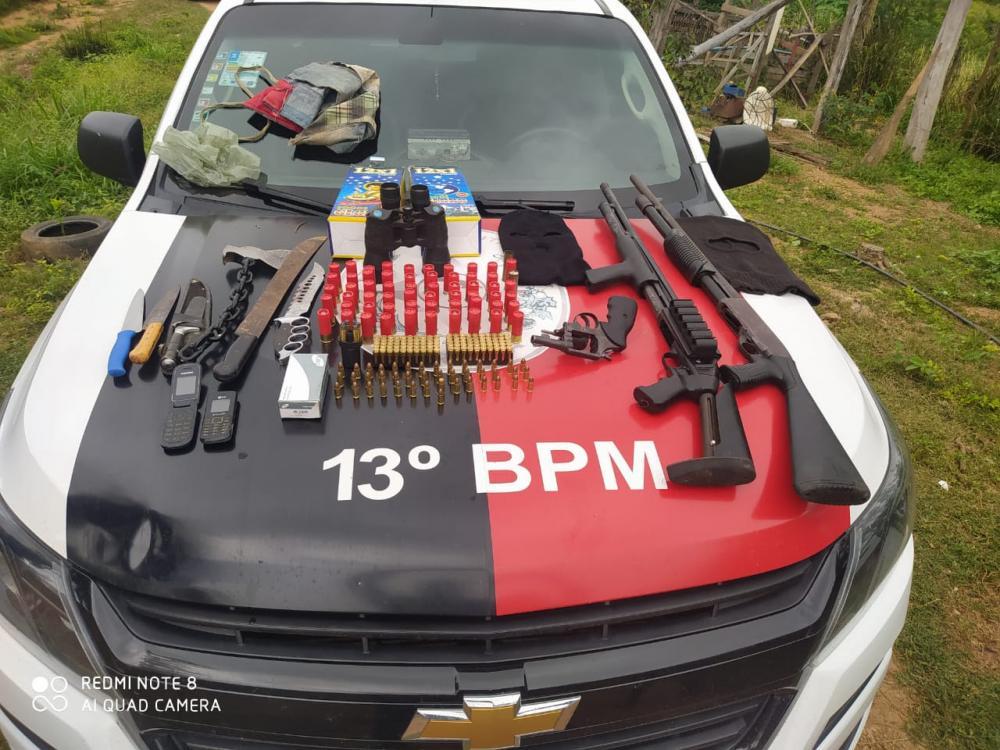 PM prende suspeito de integrar grupo criminoso, apreende três armas de fogo e mais de 200 munições