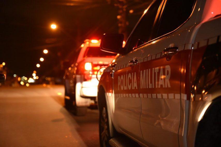 Polícia encerra festas clandestinas com aglomerações e apreende drogas no interior do Estado