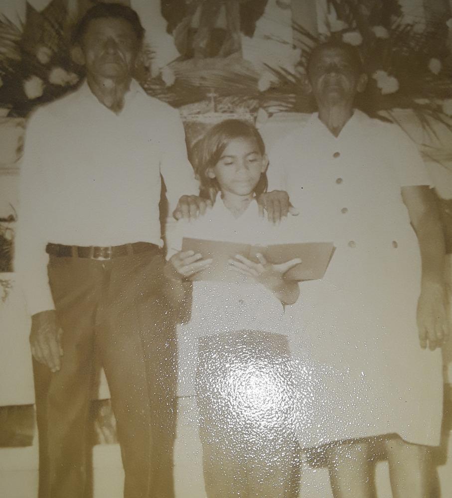 O Sr. Arthur aparece na foto com sua esposa dona Terezinha e sua filha Mais nova que recebeu o mesmo nome de sua Avo Ana Maria da Conceição Na cidade
