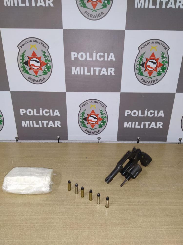 Polícia apreende arma e drogas durante ação de combate a grupos ligados ao tráfico na Capital