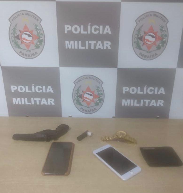 Polícia prende dupla suspeita de roubar celulares na orla do Bessa