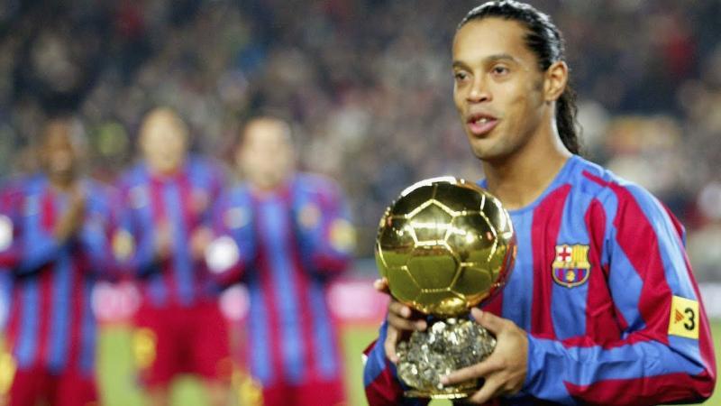 Ronaldinho Gaúcho ● Os Melhores Lances da Carreira Dele